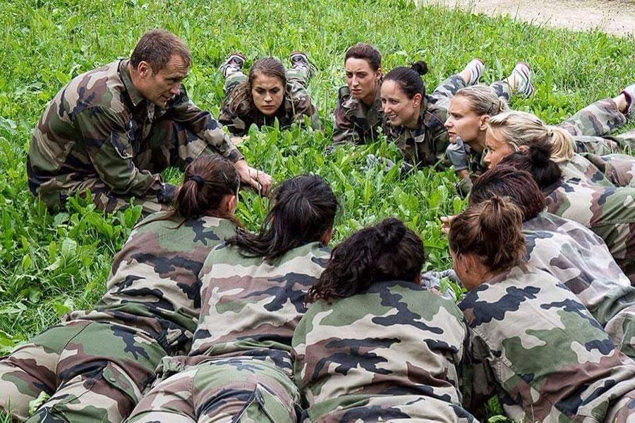 30 ans d'experience, photo avec une équipe de l'armée